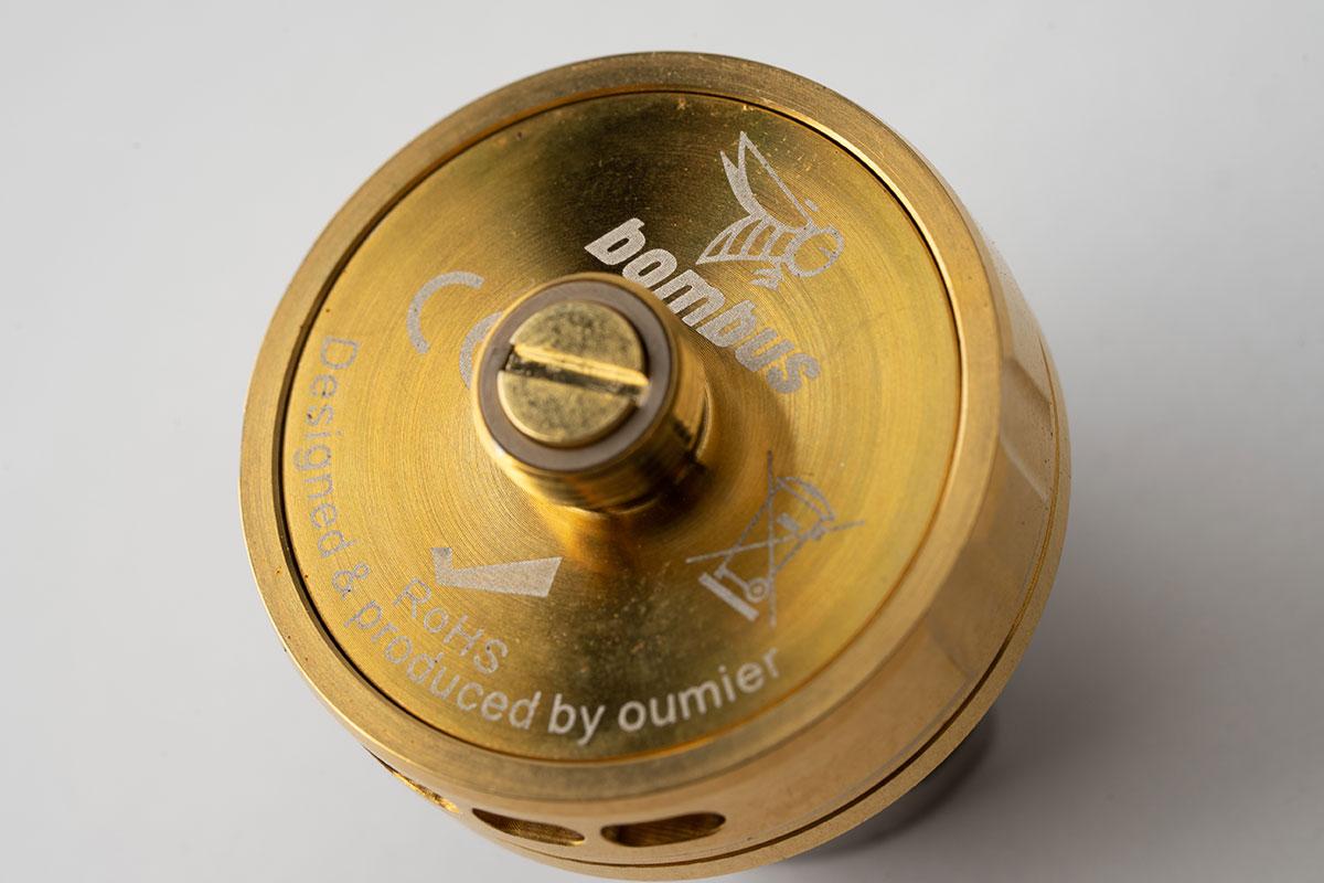 OUMIER bombus RTAのデッキ裏